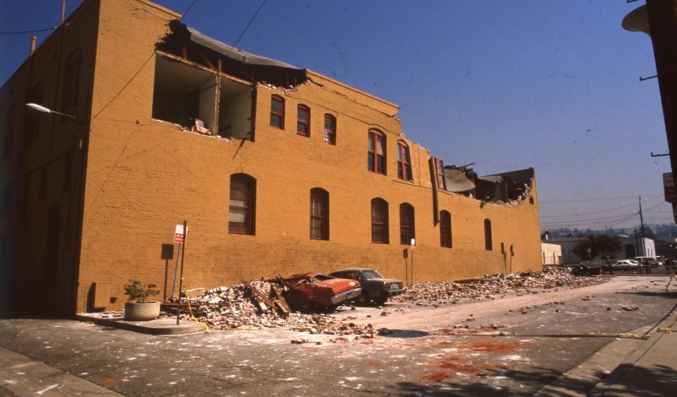 whitquake01-1
